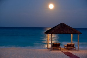 cancun-and-riviera-maya-sun-setting-over-cancun-beach-300x200