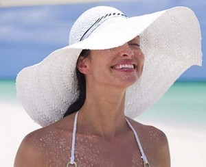 sun_hat_on_beach-300x244